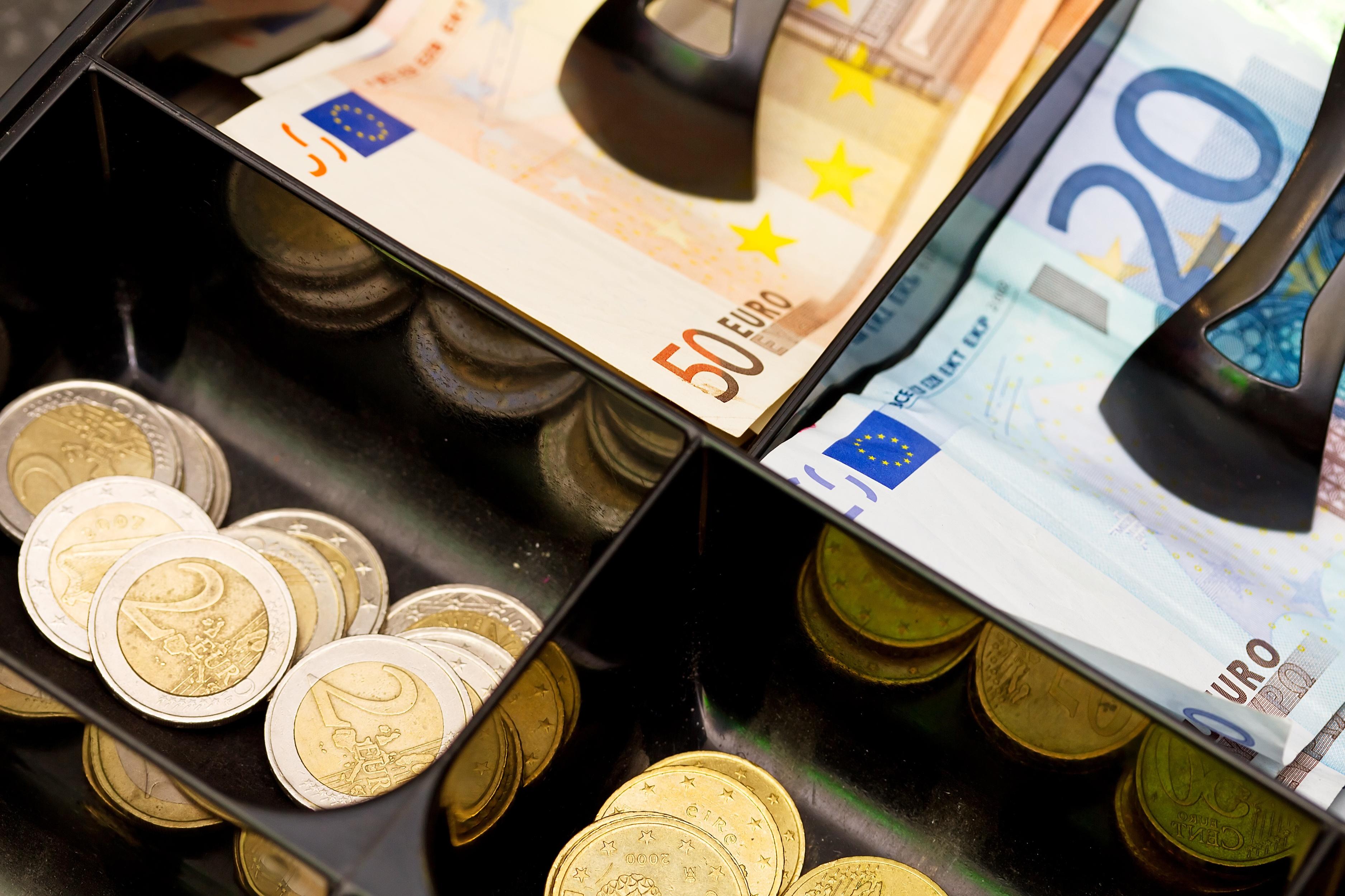 Euro cash.jpeg